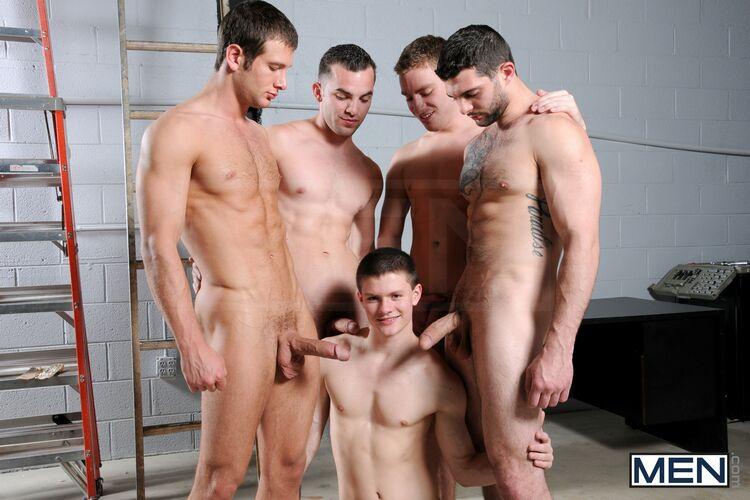 гей фото мужики в спальне