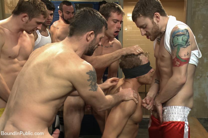Жесткий групповой секс гомосеков