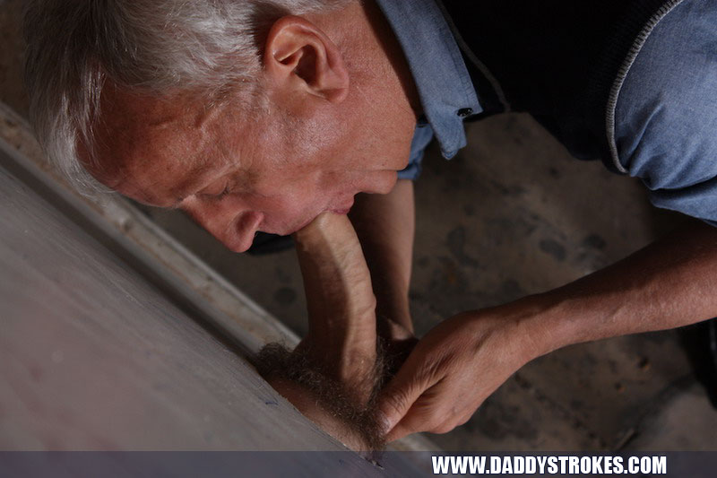 His Best Work When An Etra Large Dick Is Put Through The Gloryhole