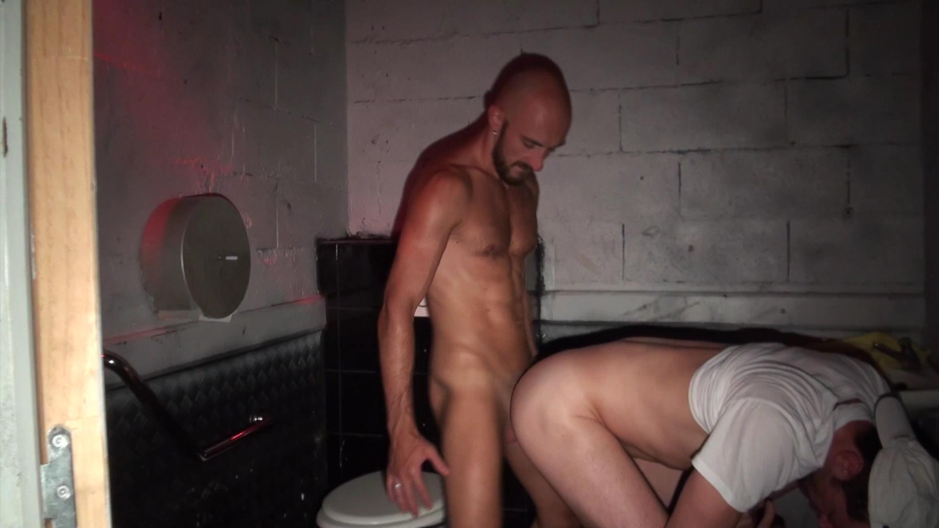 Гей Порно Видео В Туалете