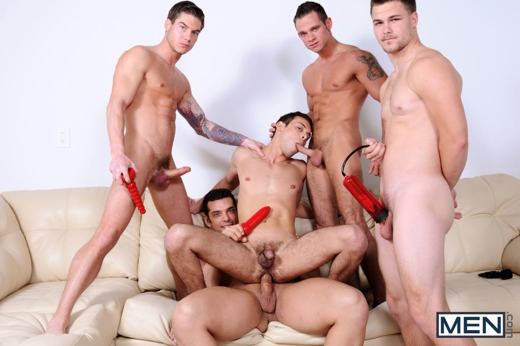 Мужчины групповой секс