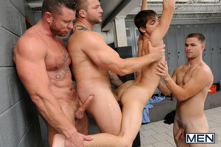 Men com prison shower