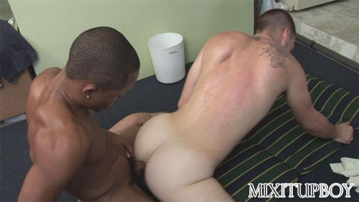 hot men kissing naked