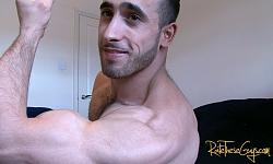 Paulo Posing